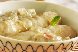 Coconut and Sweet Tapioca Pudding with Bananas (Che Chuoi in Vietnamese)