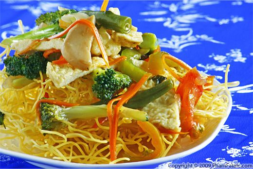 Crispy Egg Noodles with Mixed Vegetables (Mi Xao Don) Recipe