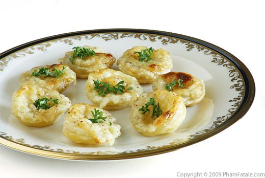 Canapes au camembert camembert tartlet shells pham fatale for Canape examples