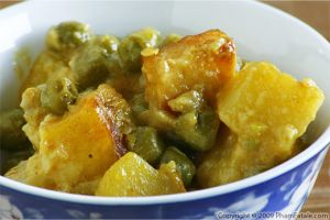 Mattar Paneer (Peas and Fried Indian Cheese Curry)