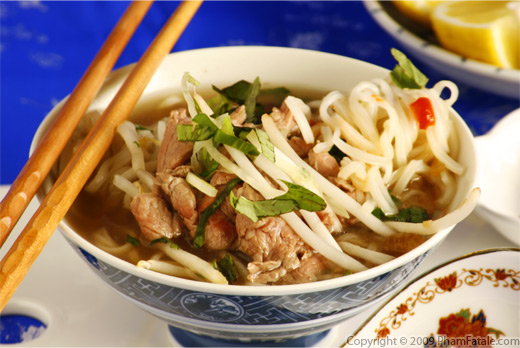 Pho Bo Tai Nam (The Perfect Vietnamese Beef Rice Noodle Soup)