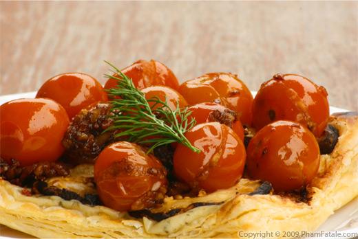 Tartelette Feuilletée aux Tomates Cerises et 3 Pestos (3 Pesto Caramelized Cherry Tomato Tartlet)
